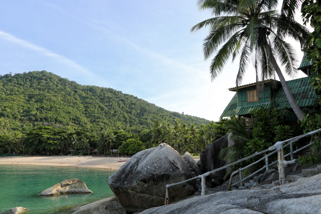Bungalow und Strand in der Bucht von Than Sadet auf Koh Phangan