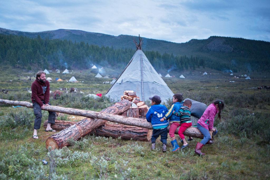 SmartDownUnder - Herbstwiese der Tsaatan - Rentierhirten in der Mongolei