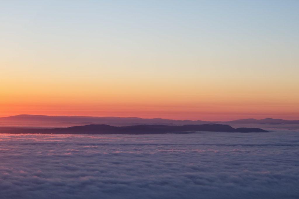 Sonnenaufgang im wolkenverhangenen Grampians Nationalpark - Sonnenaufgang Boroka Lookout