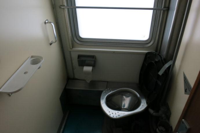 Toilette und Waschraum in der Transsib