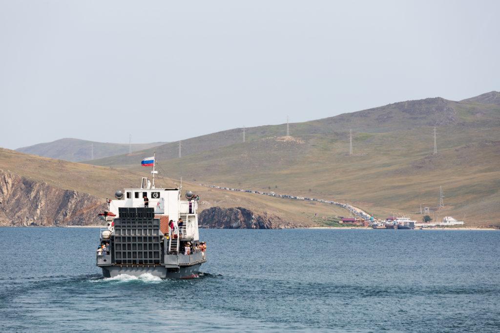 Fähre auf dem Baikalsee