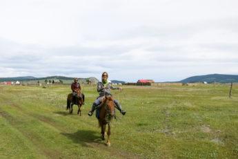 Erste Reitstunde in Khatgal, Mongolei