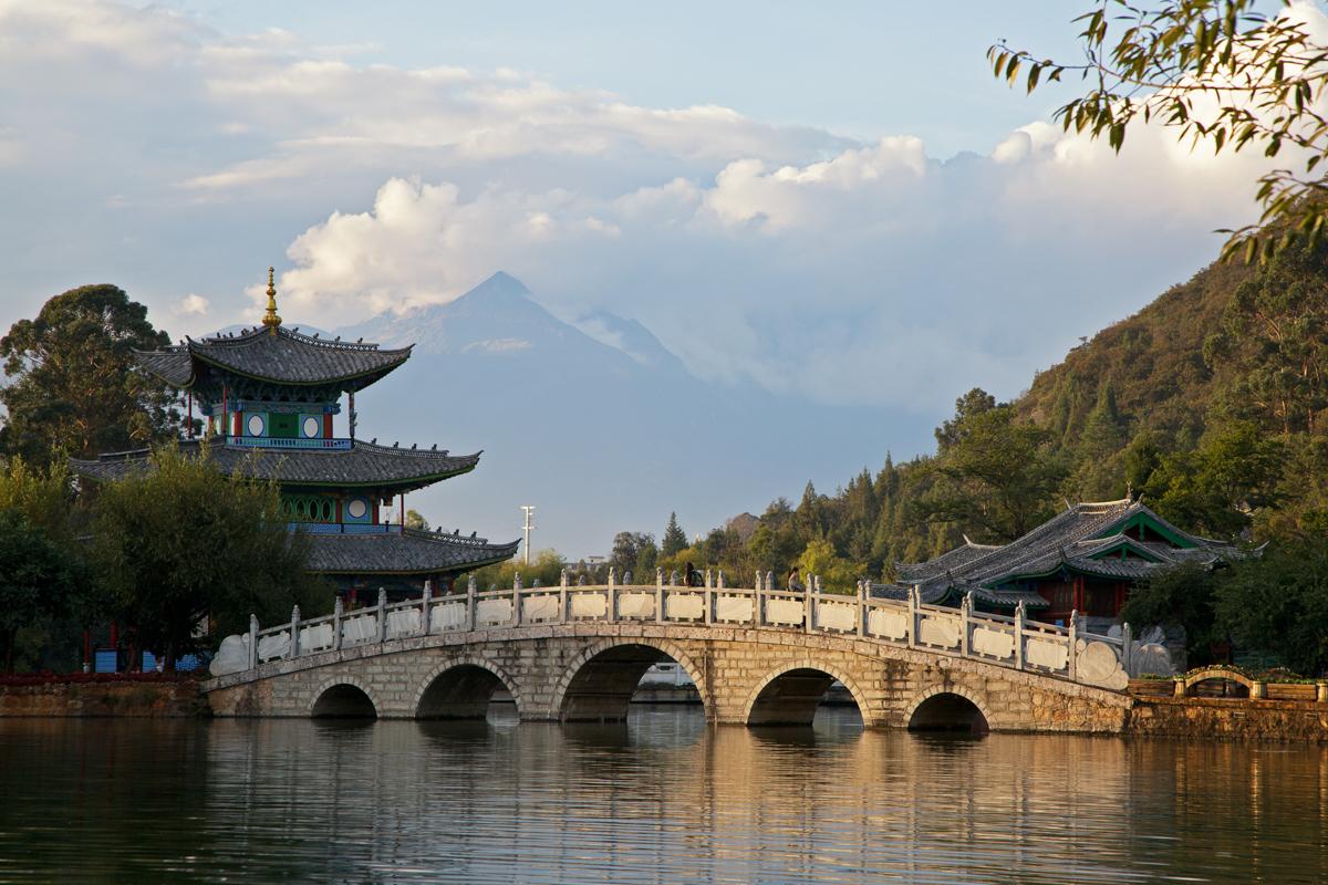Lijiang – Da tanzt der Bär auf historischen Dächern