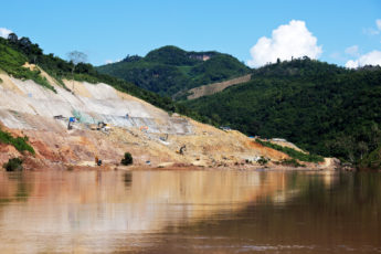Ein neuer Staudamm wird am Nam Ou gebaut