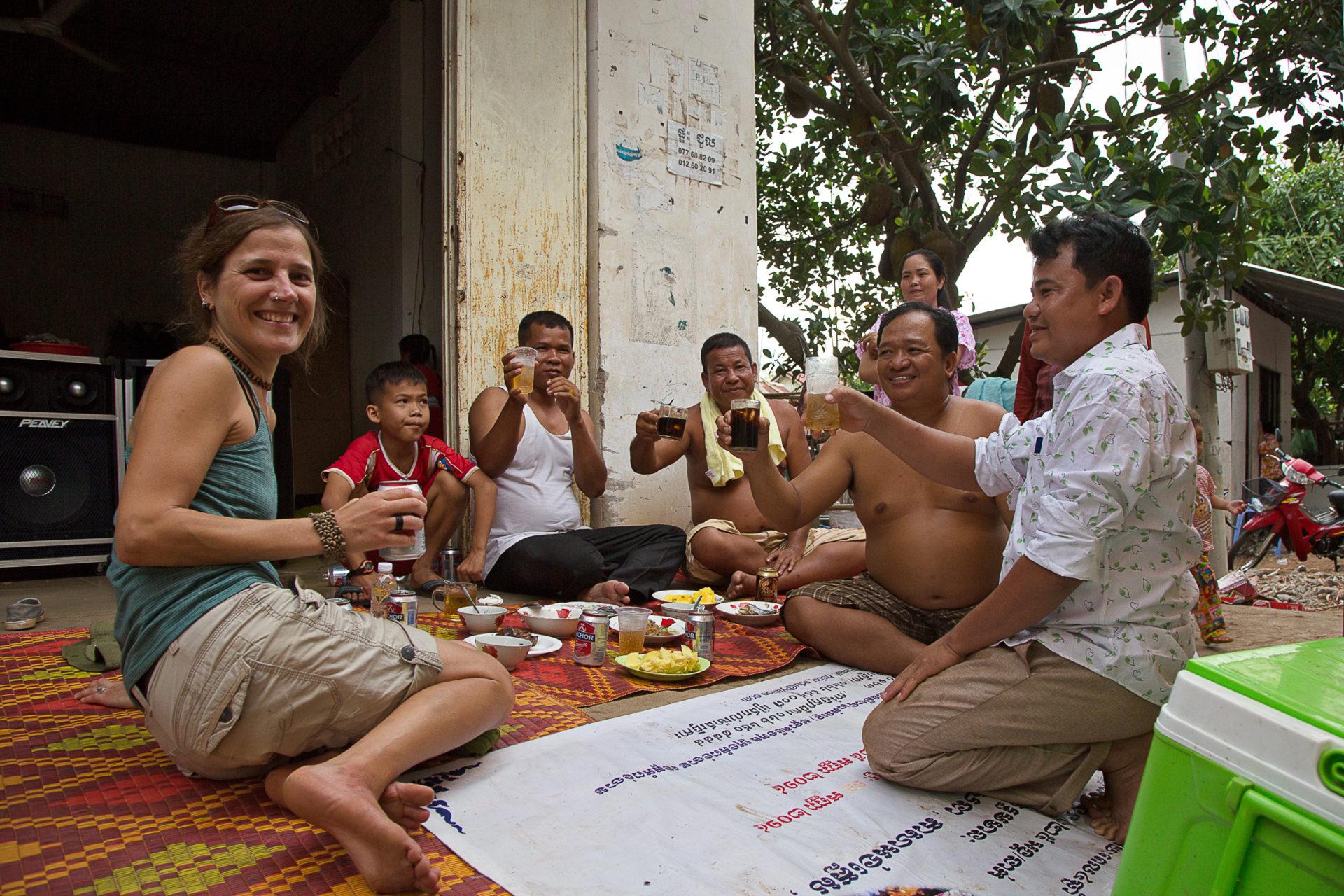 Bei Tanz und Karaoke – Eine Familienfeier in Kampong Cham