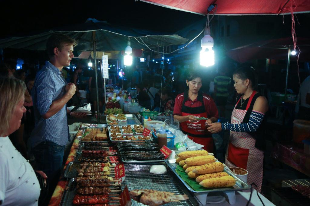 Der Panthip Food Market in Thong Sala auf Koh Phangan