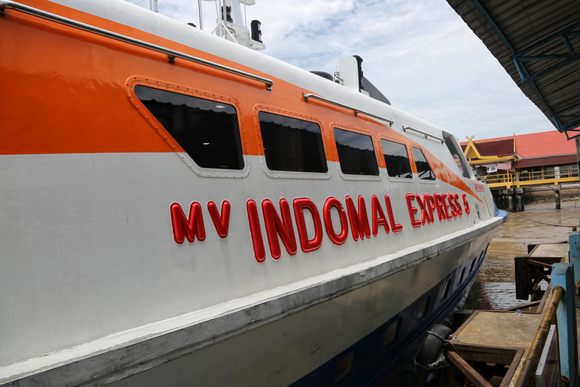Unsere erste Seegrenze – Durch die Strasse von Melaka mit der Fähre nach Dumai