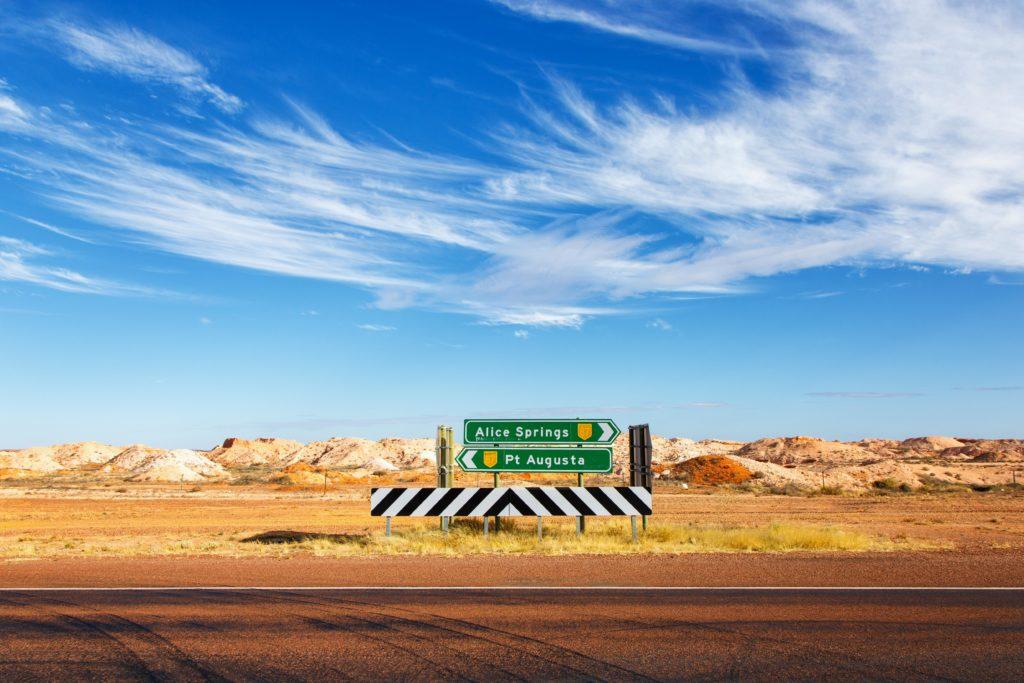Roadtrip - Der Uluru ruft - Strassenschild