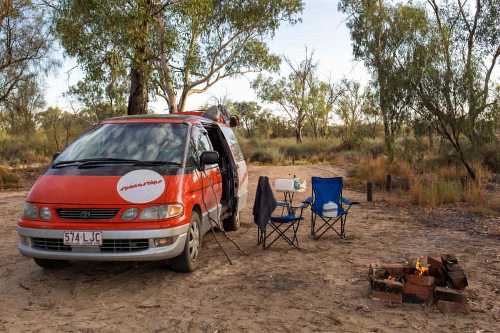 Spaceship - Camping und Lagerfeuer