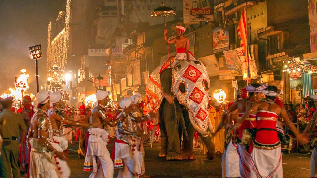 Reiseziele August - The Festival of the Tooth - Kandy Esala Perahera, Sri Lanka