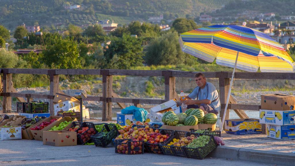 Albanien Reisetipps - Frisches Obst und Gemüse vom Straßenrand