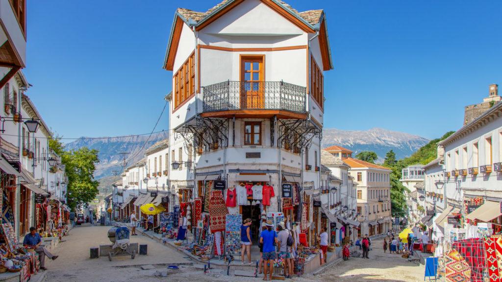 Die Altstadt von Gjirokastra in Albanien