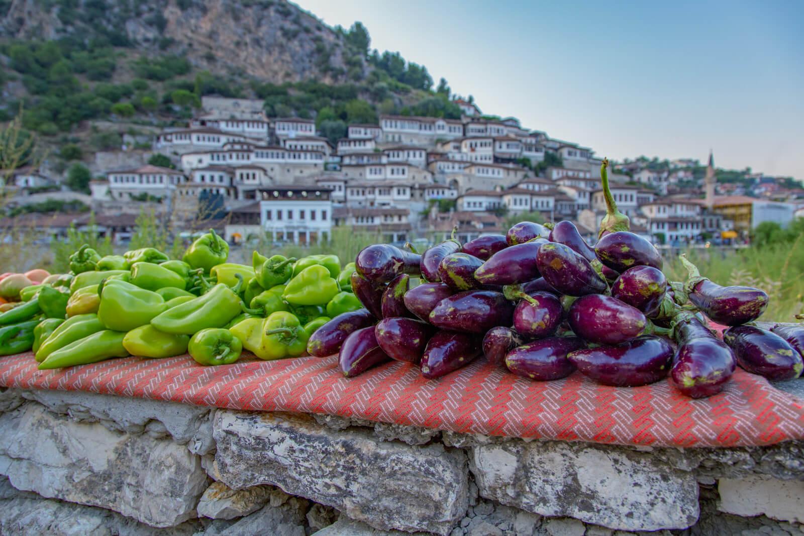 Auberginen und Paprika - Reisekosten Albanien