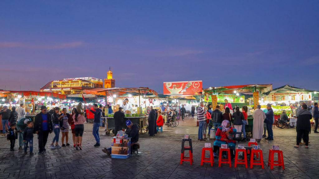 Abendstimmung auf dem Djemma el Fna in Marrakesch, Marokko Reisetipps