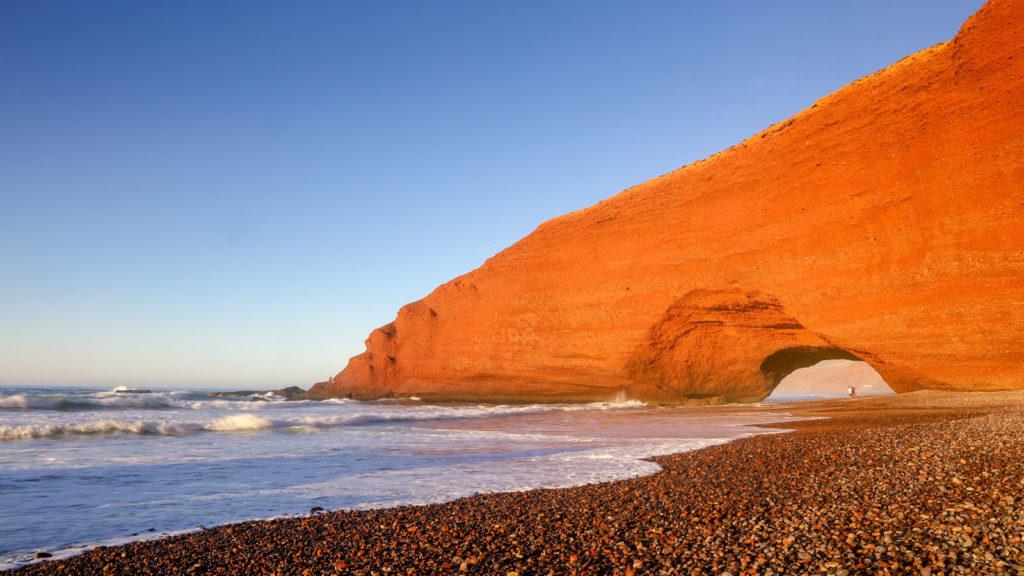 Eines der spektakulärsten Highlights von Marokko - Das Felsentor am Legzira Beach - Marokko Reisetipps