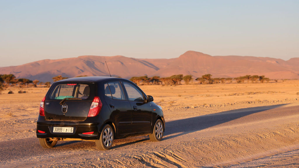 Mietwagen ind der Wüste Marokkos - Marokko Reisetipps