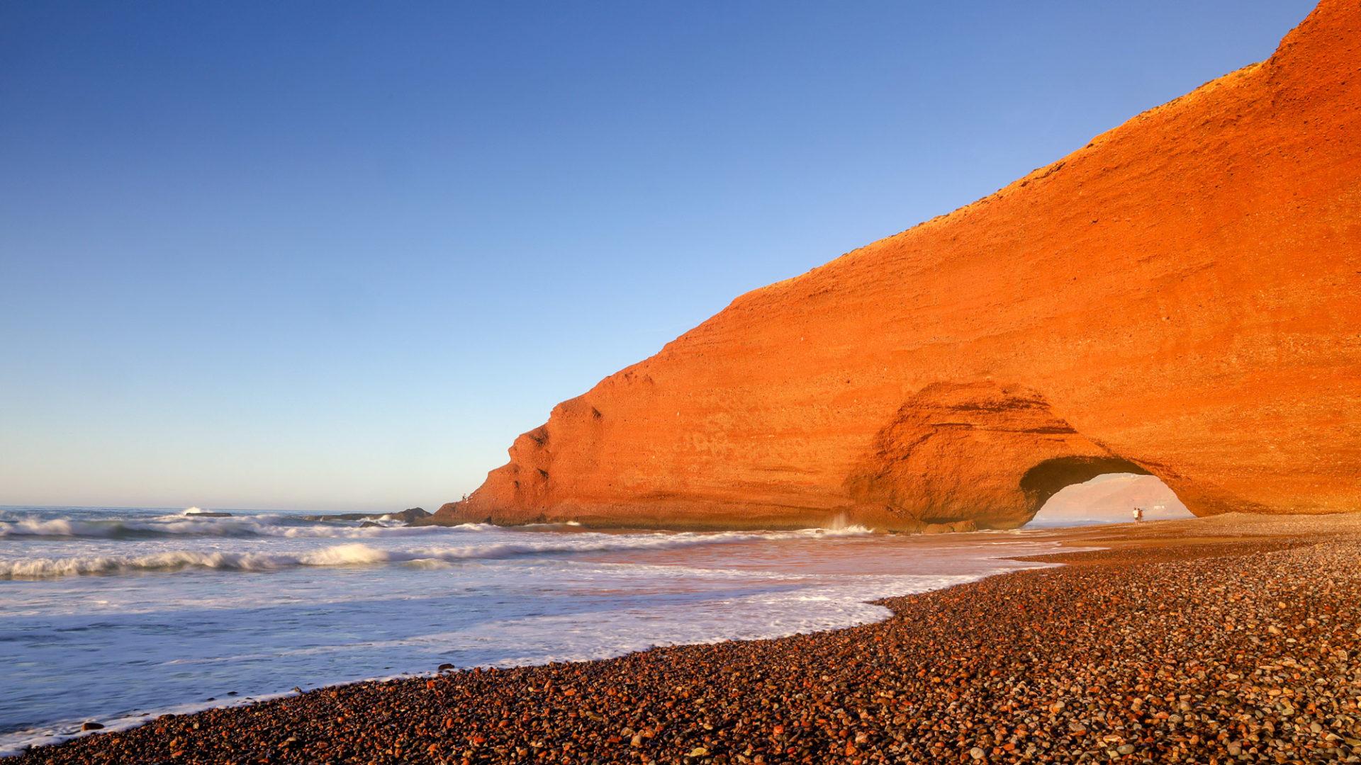 Felsentor am Legzira Beach bei Sonnenuntergang, Atlantikküste Marokko