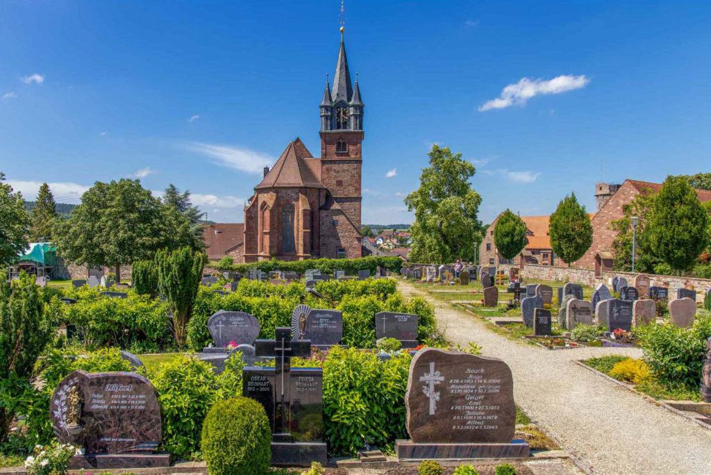 Kirche und Friedhof in Külsheim - Urlaub beim Winzer