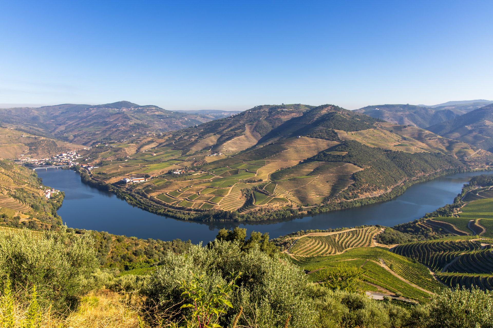 Blick auf den Rio Douro und Pinhão im Douro-Tal