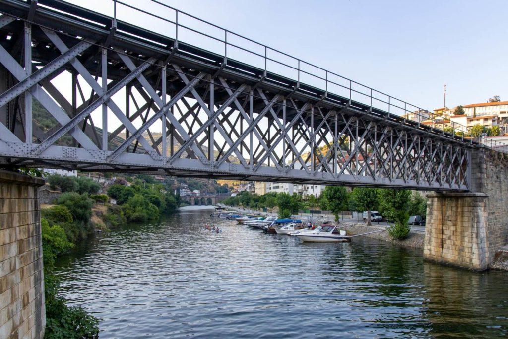 Eisenbahnbrücke über dem Rio Pinhão
