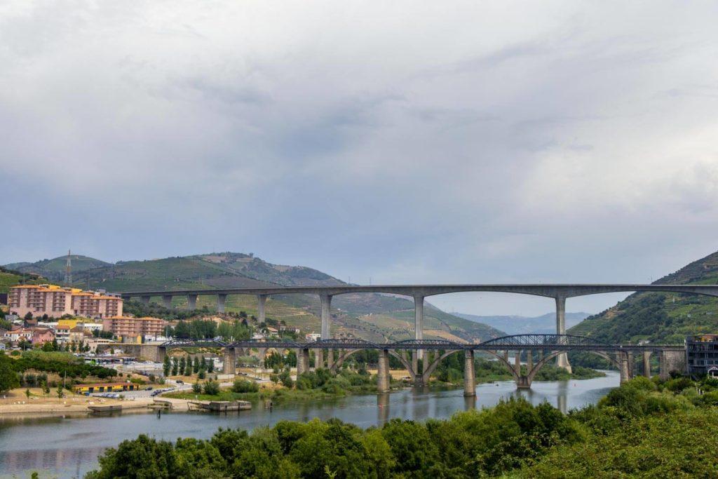 Drei Brücken überspannen den Douro bei Peso de Régua