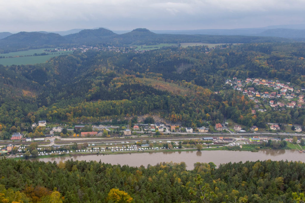 Blick auf die Campingplätze in Königstein - Mit dem Wohnmobil in die Sächsische Schweiz