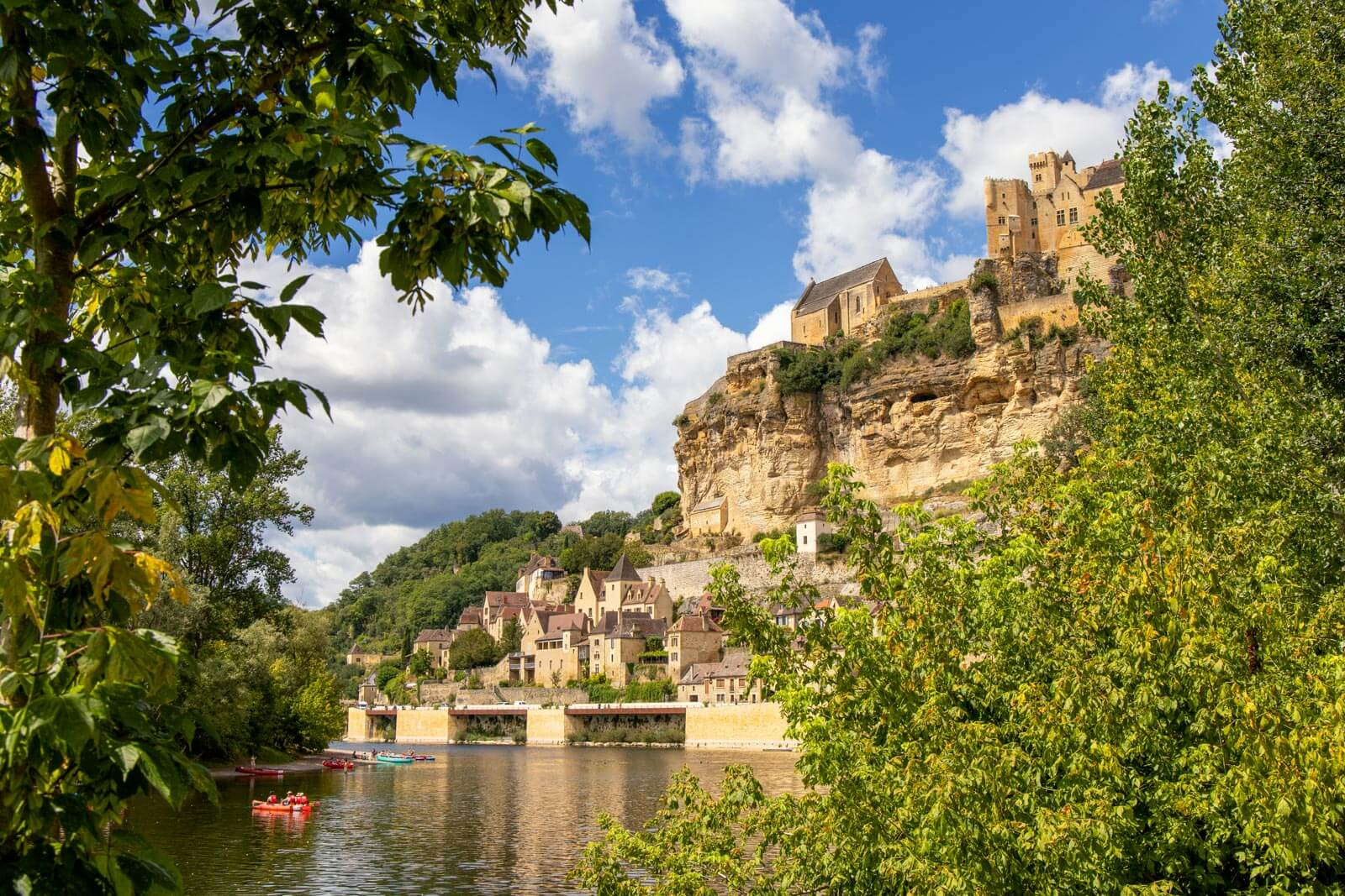Dordogne-Tal mit Blick auf die Dordogne, Beynac-et-Cazenac und die Burg Beynac