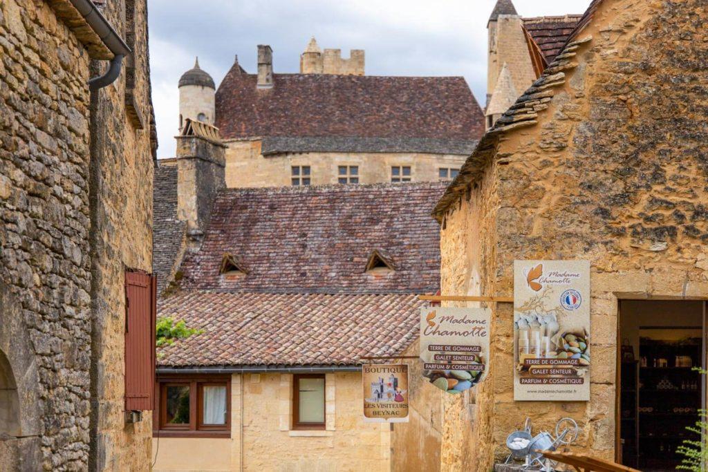 Dordogne-Tal Burg Beynac im Dorf Beynac-et-Cazenac
