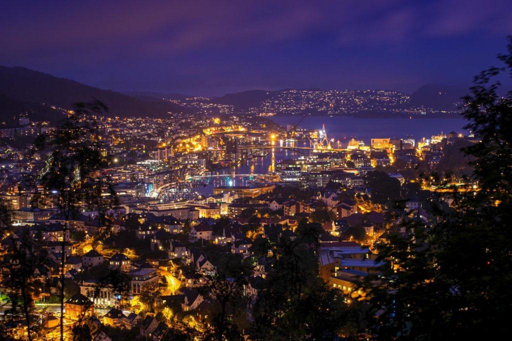 Nachtaufnahme Blick auf Bergen - Norwegen Roadtrip