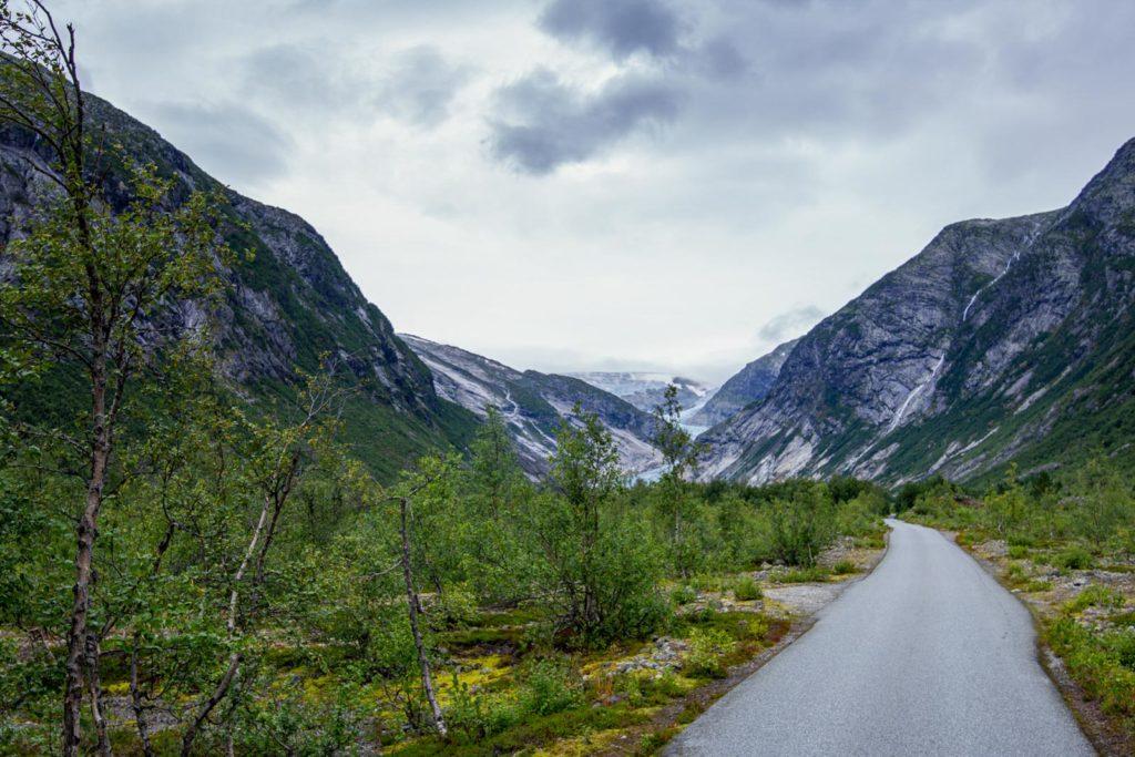 Mautpflichtige Strasse zum Niegradsbreen Gletscher - Norwegen Roadtrip