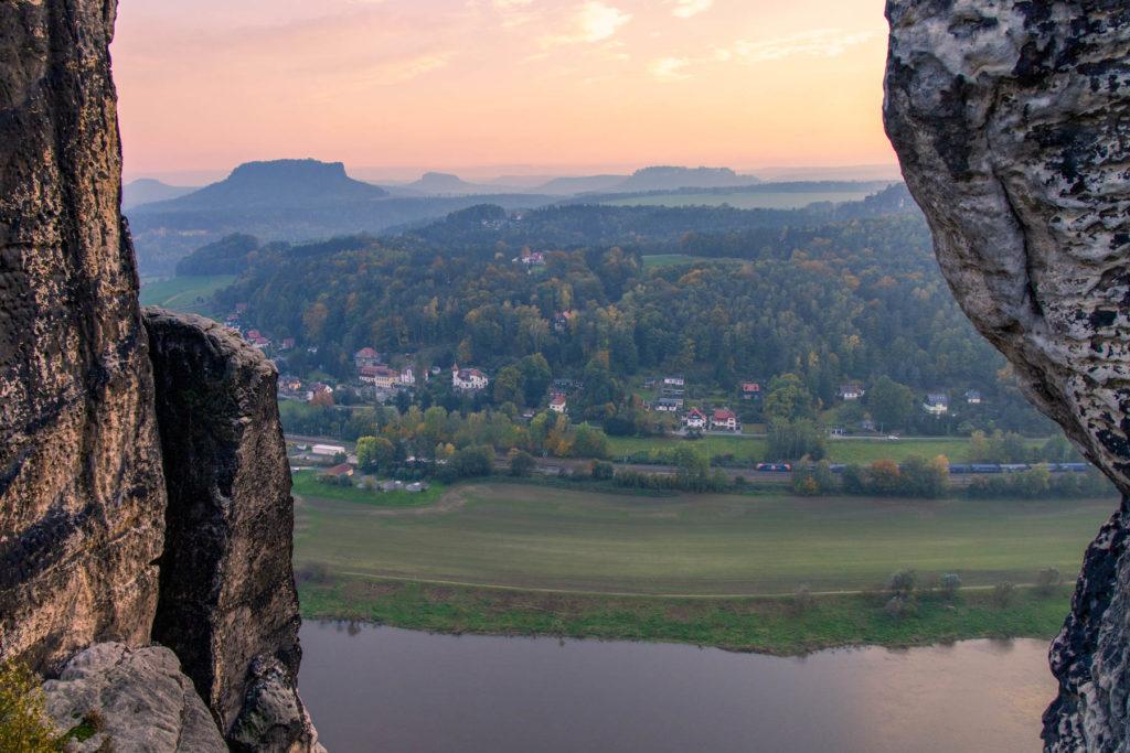Blick auf die Elbe und Tafelberg - Mit dem Wohnmobil in die Sächsische Schweiz