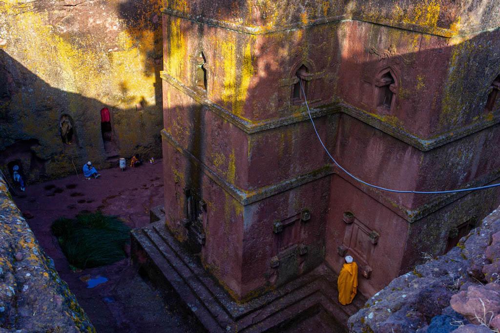 Blick auf die Felsenkirche Bete Giorgis/ Bet Giyorgis in Lalibela - Äthiopien Reisebericht in Bildern