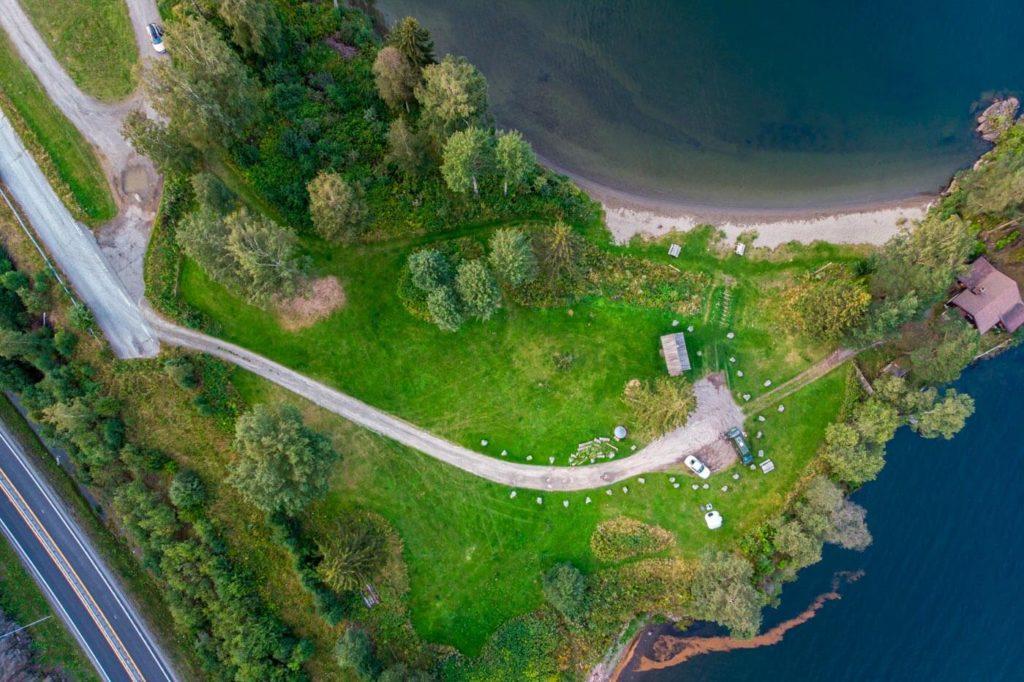 Luftaufnahme kleine Halbinsel geeignet zum Wildcampen