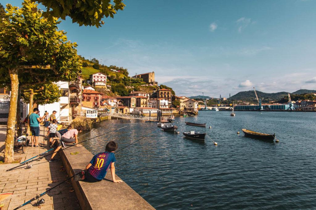 Blick auf den Rio Oiartzun und Pasai Donibane