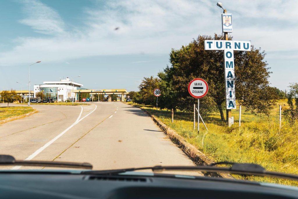 Rumänische Grenze auf dem Transit durch Ungarn nach Rumänien