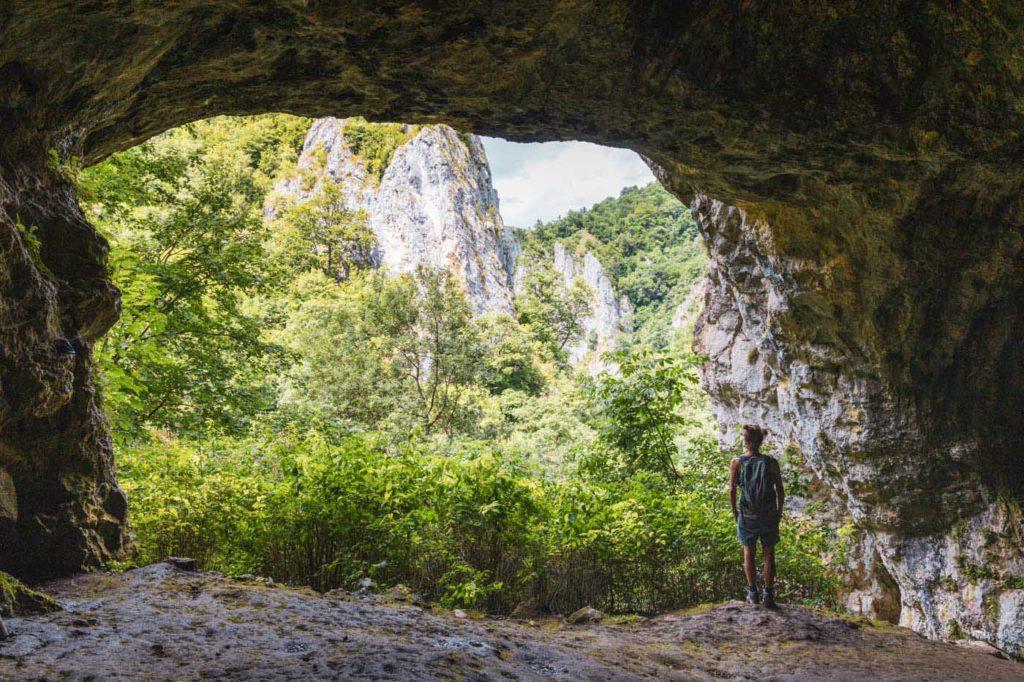 Höhle in der Varghis-Schlucht - Rumänien Roadtrip mit dem Wohnmobil