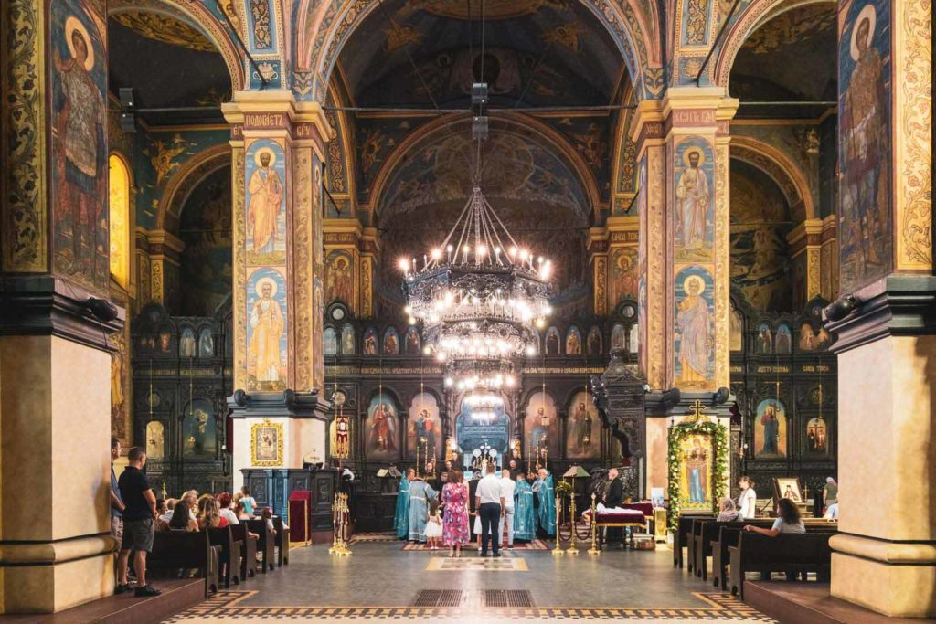 Innenansicht der Muttergottes-Kathedrale in Warna, Bulgarien am Schwarzen Meer