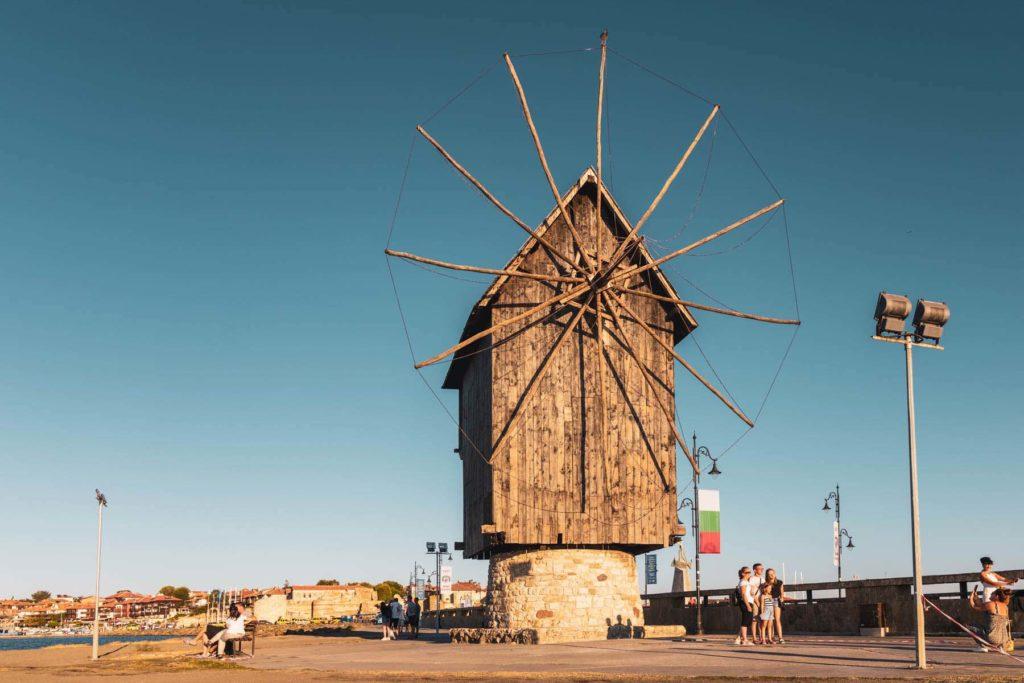 Windmühle in Nesebar am Schwarzen Meer in Bulgarien