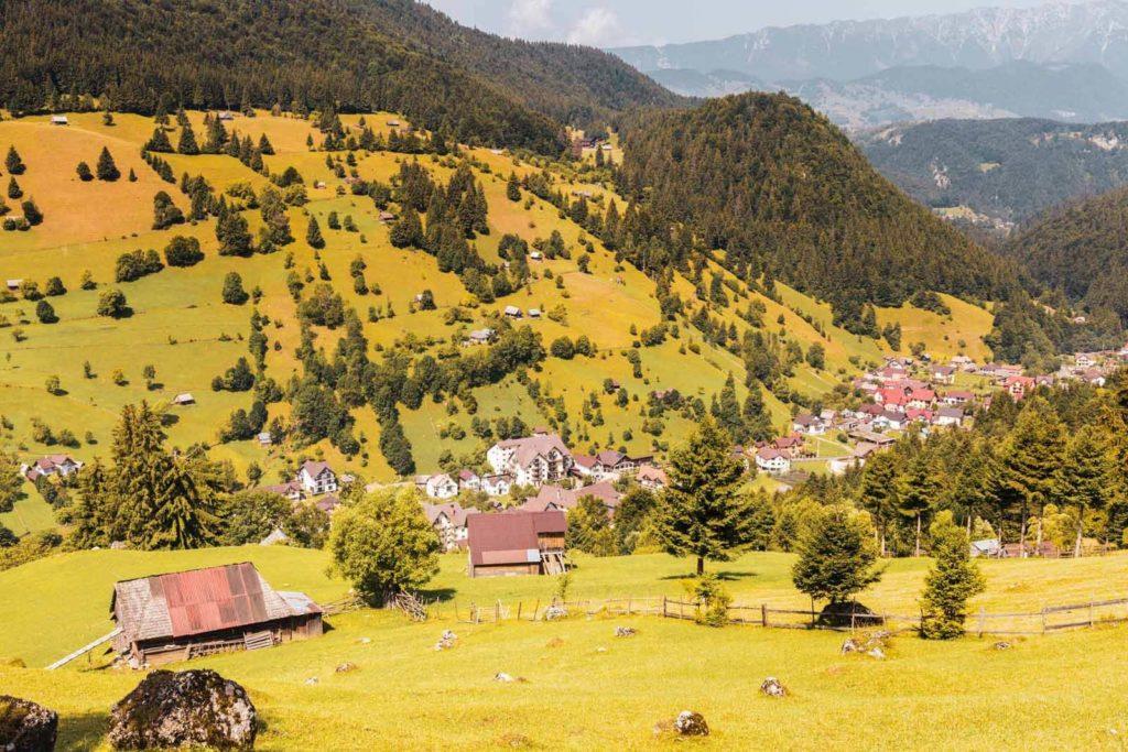 Blick auf Moieciu de Sus, Rumänien