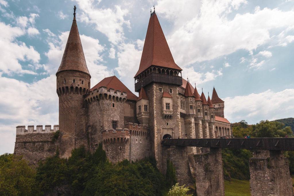 Burg Hunedoara in Siebenbürgen - Rumänien Roadtrip mit dem Wohnmobil