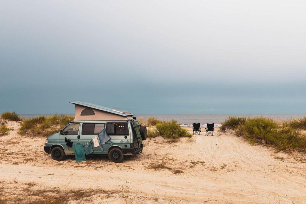 Wildcamping direkt am Meer am Vadu Beach - Rumänien Roadtrip mit dem Wohnmobil